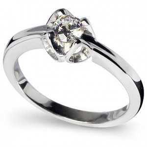 Zaria, solitaire sterling silver engagement ring